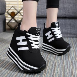 [มี2สี] รองเท้าส้นตึก แฟชั่นหนังpu ทรงรองเท้าผ้าใบ ผูกเชือก เสริมส้นสูงด้านในสไตล์เกาหลี