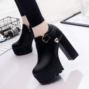 รองเท้าบูทผู้หญิงส้นสูง หนังยu สีดำ แต่งหัวเข็มขัด ซิปด้านใน สวยสไตล์อังกฤษ แพลตฟอร์มสูง 2 นิ้ว / ส้นสูง 4.5 นิ้ว