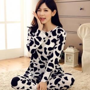 ชุดนอนแขนยาว ลายวัวสีขาวดำ