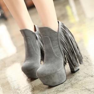 [มี2สี] รองเท้าบูทผู้หญิงส้นตึก แฟชั่นหนังนิ่ม กำมะหยี่-ซิปด้านใน แต่งพู่ ส้นสูง 14 ซม. (6 นิ้ว)