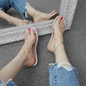[มี2สี] รองเท้าแตะชายหาด ส้นแบน แฟชั่นหนัง pu สายคาดเฉียง คีบนิ้วโป้ง ดีไซส์สวยเก๋ แมทได้ทุกชุด