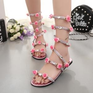 [มีหลายสี] รองเท้าแตะหัวปลา เปิดส้น แฟชั่นหนังpu ส้นแบน ประดับเพชร ดีไซน์แต่งดอกไม้สีชมพู พันรอบขา สวยหรู สไตล์โรมัน
