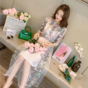 ชุดเดรสยาว ผ้าแก้ว พิมพ์ลายดอกไม้คอกลม แขนยาว 4 ส่วน สวยหรูสไตล์เจ้าหญิง