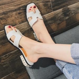 [พร้อมส่ง] รองเท้าแตะส้นเตี้ย หัวปลา แฟชั่นหนัง pu สีขาว ส้นแต่งอะไหล่มุก สวย เปรี้ยว แมทช์ทุกชุด ส้นสูง 1.5 นิ้ว