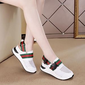 [มีหลายสี] รองเท้าหนัง pu พื้นหนา เสริมส้นสไตล์เกาหลี เปิดระบายช่วงส้น พร้อมสายรัดส้น ทรงสปอร์ต มีตาข่ายระบายอากาศ ใส่หน้าร้อนได้ ส้นสูง 3 นิ้วรวมด้านใน