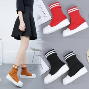 [มีหลายสี] รองเท้าบูทผ้าใบเกาหลี ผ้ายืด ผู้หญิงพื้นหนา พื้นรองเท้าหนังแท้ ผสมหนังpu สวย น่ารัก ส้นสูง 1.5 นิ้ว