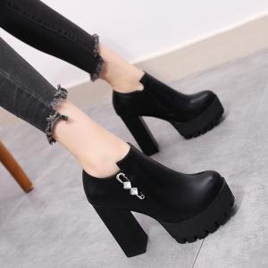 รองเท้าบูทผู้หญิง ส้นสูง หนังpu สีดำ แต่งเพชร ซิปด้านใน ไม่ผูกเชือก แพลตฟอร์มสูงประมาณ 2 นิ้ว / ส้นสูง 4.5 นิ้ว