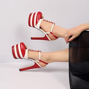[มีหลายสี] รองเท้าส้นสูง หัวปิด เปิดส้น แฟชั่นหนังแท้+หนังไมโครไฟเบอร์ คุณภาพสูง ด้านหน้าแต่งหมุด แต่งอะไหล่สีทอง แต่งหัวเข็มขัดรัดข้อ ทรงสวยสไตล์ยุโรป แพลตฟอร์มสูง 2.5 นิ้ว / ส้นสูง 6 นิ้ว