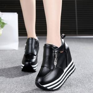 [มีหลายสี] รองเท้าผ้าใบแฟชั่นเสริมส้น วัสดุหนังpu แต่งซิป สวยสไตล์เกาหลี ส้นสูง 5 นิ้ว
