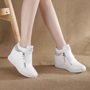 [มี2สี] รองเท้าหนัง pu พื้นหนา เสริมส้นสไตล์เกาหลี แต่งซิปด้านข้าง+ด้านใน ประดับเพชร สวยวุ้งวิ้ง สีพื้น ไม่หุ้มข้อ ส้นสูง 2 นิ้วรวมด้านใน
