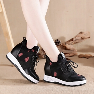 [มี2สี] รองเท้าผ้าใบเสริมส้นสไตล์เกาหลี แฟชั่นหนังแท้ ทรงสปอร์ต พื้นหนา ส้นสูง 4.5 นิ้ว (รวมด้านใน)