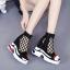 [มี2รุ่น] รองเท้าผ้าใบเสริมส้นตาข่าย สีดำ แฟชั่นหนัง pu นิ่ม หุ้มข้อ สวยสไตล์เกาหลี ส้นสูง 4 นิ้ว thumbnail 1