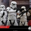 Hot Toys MMS393 ROGUE ONE: A STAR WARS STORY - STORMTROOPER thumbnail 7