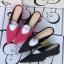 [มี2สี] รองเท้าคัทชูหัวแหลม ทรงสวม ส้นเตี้ย แฟชั่นหนังpu นิ่ม + ผ้าซาติน สวย เก๋ ส้นสูง 2 นิ้ว thumbnail 1