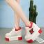 [มีหลายสี] รองเท้าผ้าใบแฟชั่นหนัง pu ผูกเชือก แต่งลายดาวระบายอากาศ ปักดอกกุหลาบ พื้นหนา เสริมส้นสูงด้านในสไตล์เกาหลี ส้นสูง 5 นิ้ว (รวมด้านใน) thumbnail 3