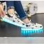 รองเท้ามีไฟ รองเท้า LED สีขาว มีลายรูปดาวสีดำ เปลี่ยนสีได้ 11 สี สินค้าพรีออเดอร์ thumbnail 11