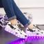 รองเท้ามีไฟ รองเท้า LED สีขาว มีลายรูปดาวสีดำ เปลี่ยนสีได้ 11 สี สินค้าพรีออเดอร์ thumbnail 8