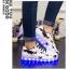 รองเท้ามีไฟ รองเท้า LED สีขาว มีลายรูปดาวสีดำ เปลี่ยนสีได้ 11 สี สินค้าพรีออเดอร์ thumbnail 3