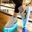 รองเท้ามีไฟ รองเท้า LED สีขาว มีแถบสีเหลืองดำ เปลี่ยนสีได้ 11 สี สินค้าพรีออเดอร์ thumbnail 5
