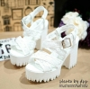 พร้อมส่ง : รองเท้าสไตล์เกาหลีลายลูกไม้ (สีขาว)