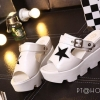 รองเท้าส้นเตารีดสไตล์แฟชั่นเกาหลีลายดาว (สีขาว)