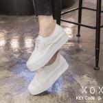 รองเท้าผ้าใบส้นหนาสีขาวล้วน