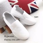 รองเท้าผ้าใบทรงสวมแต่งรูระบาย (สีขาว)