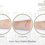**พร้อมส่ง**Bisous Bisous Love You Cherie Blusher #1 Merry บลัชเชอร์เนื้อฝุ่น 3 เฉดสีสวยในตลับเดียว จะเลือกปัดสีเดี่ยวๆ, ปัดสีออนแล้วค่อยลงสีเข้มให้ป๊อปใส หรือจะเบลนด์ ทั้ง 3 สีเข้าด้วยกันก็สวยสดใสได้ทันที ยกระดับความใสระเรื่อให้กับใบหน้าได้อย่างเป็นธรมช