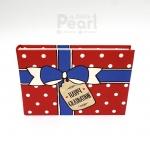 อัลบั้มจุ 50 รูป ลายกล่องของขวัญ สีแดง Happy Graduation