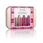 **พร้อมส่ง**Fresh Sugar Dreams Mini Lip Trio 2.2g x3 เซตสุดคุ้มจากแบรนด์ Fresh ที่รวบรวมลิปรุ่น Sugar Lip Treatment เอาไว้มากสุดถึง 3 ตัวด้วยกัน เป็น Limited Edition ที่ทำออกมาต้อนรับ Holiday นี้ค่ะ มาในกล่องเหล็กอย่างดี น่ารักมากค่ะ ,