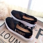 รองเท้าผ้าใบลูกไม้ถักเสริมส้น (สีดำ)
