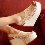 รองเท้าเตารีดลูกไม้สไตล์เกาหลี (สีครีม)