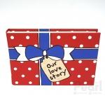 อัลบั้มจุ 50 รูป ลายกล่องของขวัญ สีแดง Our love story