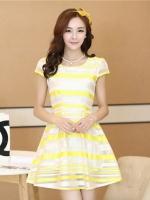 ชุดเดรสสั้นลายสีขาวเหลือง เอวเข้ารูป มีซับใน ซิปข้าง สวยน่ารัก