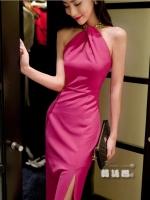ชุดเดรสยาวสีชมพู แขนกุด คล้องคอ ซิปหลัง เข้ารูป สวยหรู