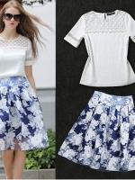 ชุดเซ็ทเสื้อกระโปรงสั้น เสื้อเย็บผ้าลูกไม้ กระโปรงผ้าไหมแก้วลายดอกไม้สีฟ้า