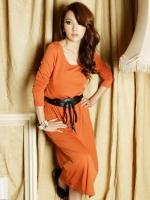 ชุดเดรสยาวสีส้ม ผ้าไลคร่า คอกว้าง แขนยาว เอวยืด