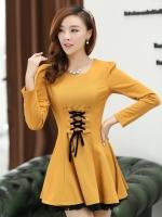 ชุดเดรสทำงานสีเหลือง ผ้าโพลีเอสเตอร์ แขนยาว คอกลม ผูกโบว์สีดำ ด้านหน้า น่ารัก