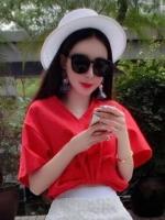 ชุดเซ็ทเสื้อกระโปรงยาว เสื้อคอวีสีแดง กระโปรงยาวผ้าลูกไม้ สวยเก๋