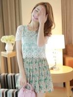 ชุดเดรสสั้นแขนสั้น เสื้อผ้าลูกไม้สีขาว กระโปรงผ้าชีฟองลายดอกไม้สีเขียว น่ารัก