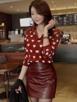 เสื้อเชิ้ตทำงานสีแดง คอปก กระดุมหน้า แขนยาว ลายจุดสีขาว