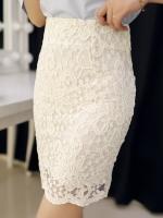 กระโปรงสั้นทำงานสีขาว เข้ารูป ผ้าลูกไม้ ใส่กับเสื้อเชิ้ตก็สวยดูดี