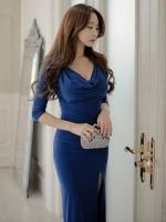 ชุดเดรสยาวสีน้ำเงิน แขนสามส่วน เข้ารูป ผ่าหน้า คอวี สวยหรู