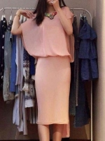 ชุดเดรสสั้นสีชมพู ผ้าไหม กระโปรงเข้ารูป เสื้อแขนค้างคาว สวยๆ