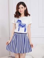 ชุดเซ็ทเสื้อกระโปรงสั้น เสื้อสีขาว คอกลม แขนสั้น กระโปรงลายทางสีน้ำเงินขาว