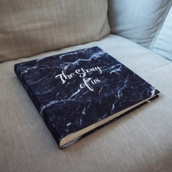 """อัลบั้ม 100 รูป (4x6"""") พร้อมส่ง ลาย หินอ่อนสีกรม พร้อมข้อความ The Story of us"""