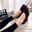 รองเท้าคัทชูส้นเตารีดสีดำเรียบ thumbnail 3