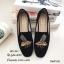 รองเท้าส้นแบนทรงสวมปักลายผึ้ง (สีดำ) thumbnail 1