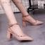 รองเท้าคัทชูส้นตันหนังเงาสไตล์ Valentino (สีดำ) thumbnail 5