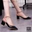 รองเท้าคัทชูส้นตันหนังเงาสไตล์ Valentino (สีดำ) thumbnail 2
